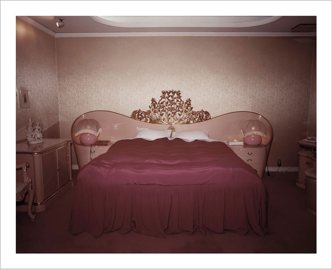 room-for-love-valentin-vallhonrat-photographer-photography-artist-exhibition-museum-10