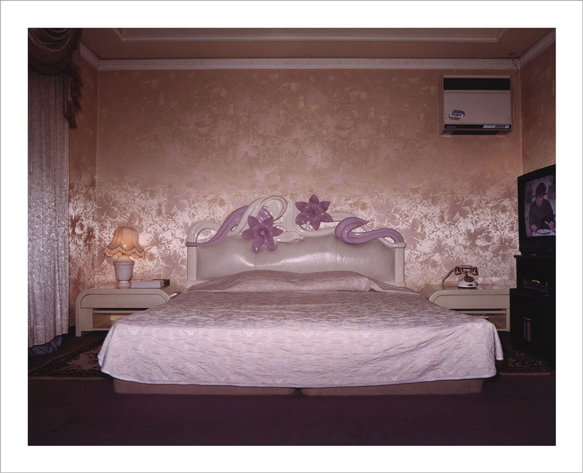 room-for-love-valentin-vallhonrat-photographer-photography-artist-exhibition-museum-11