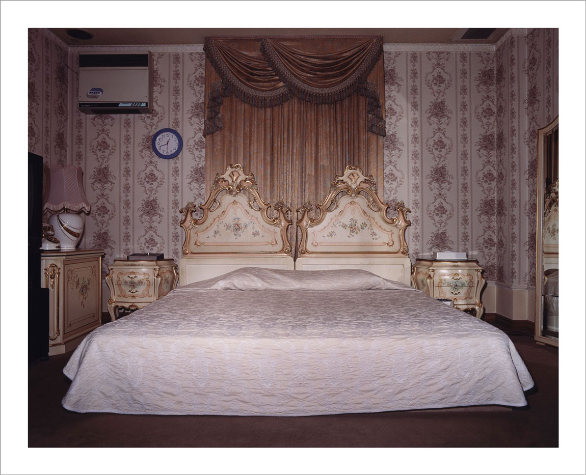 room-for-love-valentin-vallhonrat-photographer-photography-artist-exhibition-museum-4