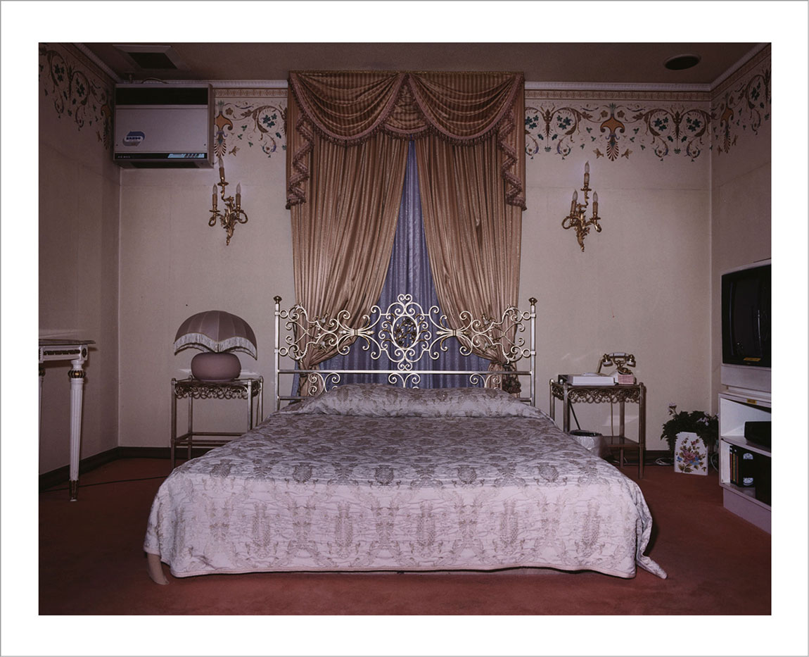 room-for-love-valentin-vallhonrat-photographer-photography-artist-exhibition-museum-9